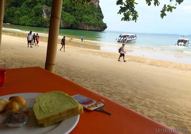 Zona desayuno en Hotel en Railay Krabi tailandia