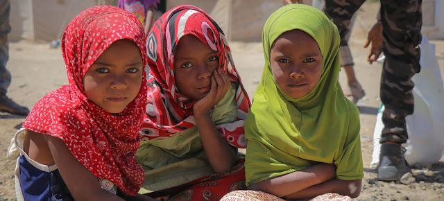 Un grupo de niñas en el campamento de Al Dhale'e, un enclave para personas desplazadas por el conflicto en Yemen.YPN para OCHA