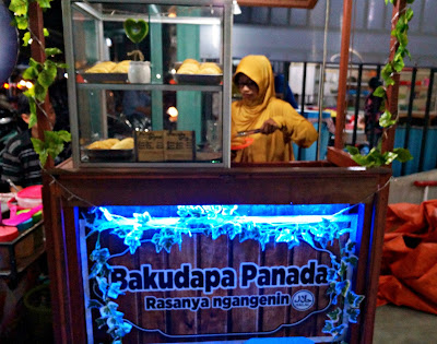 Gerobak panada Bakudapa khas Manado di Pontianak