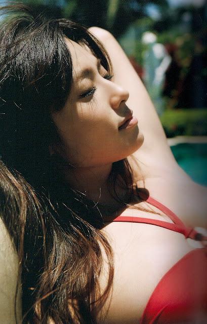 Kyoko Fukada 深田恭子 Down to Earth Photobook 写真集 18
