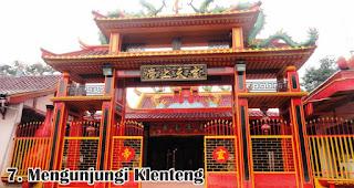 Mengunjungi Klenteng merupakan salah satu cara seru rayakan imlek bersama keluarga