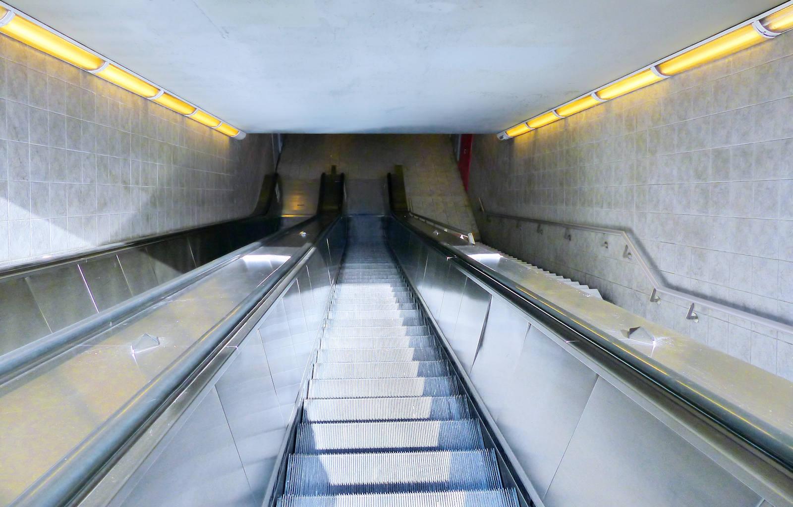 Escaliers roulants Métro Colbert