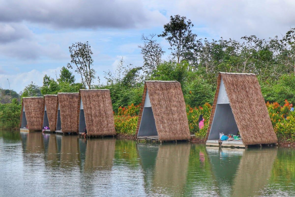 Sarah Jalan Satu Jam Menikmati Danau Di Desa Wisata Ekang Lagoi Bintan