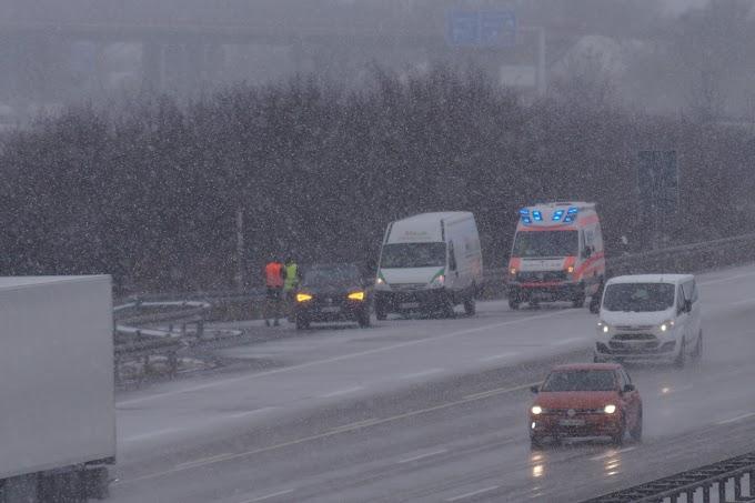 Starker Schneefall sorgt für zahlreiche Unfälle
