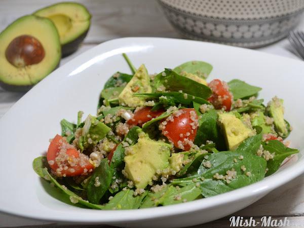 Здравословна салата с киноа и авокадо