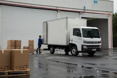 Caminhão Delivery Branco