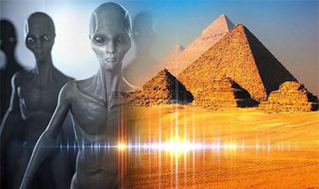Kim tự tháp Giza ở Ai Cập có thể do những vị khách ngoài không gian xây dựng lên