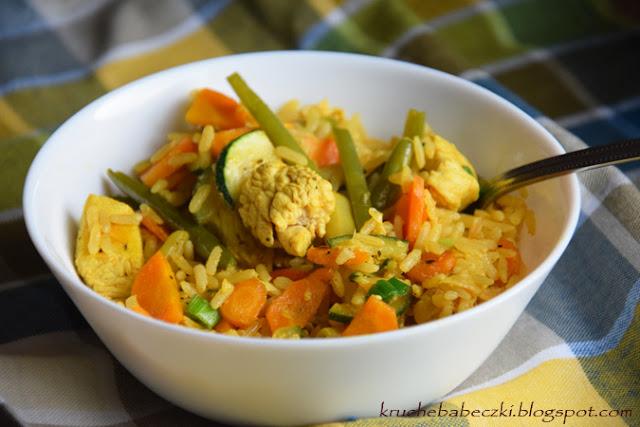 Indyk z fasolką szparagową, marchewką, cukinią i ryżem pełnoziarnistym