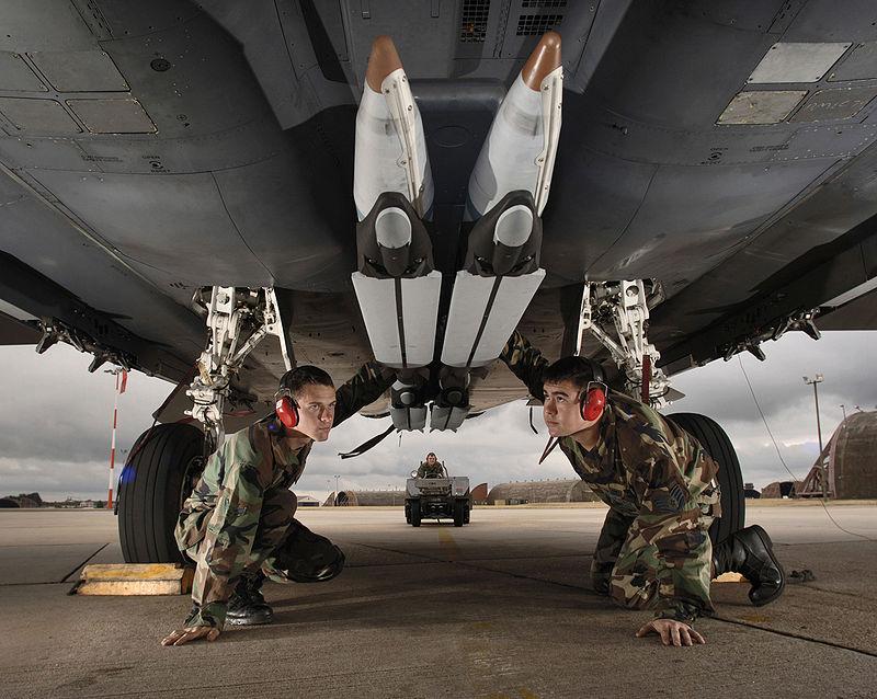 قنبلة ذات قطر صغير II (قنبلة SDB II) أسلحة الجيش الأمريكي - ميزانية الجيش الأمريكي 2021