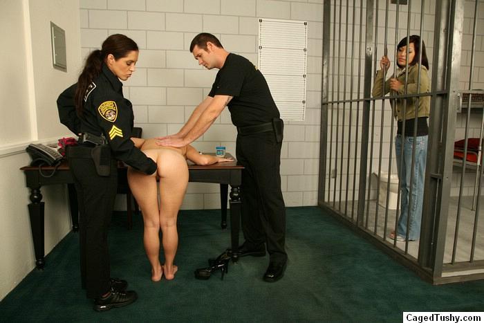 досмотр женской тюрьме подходит