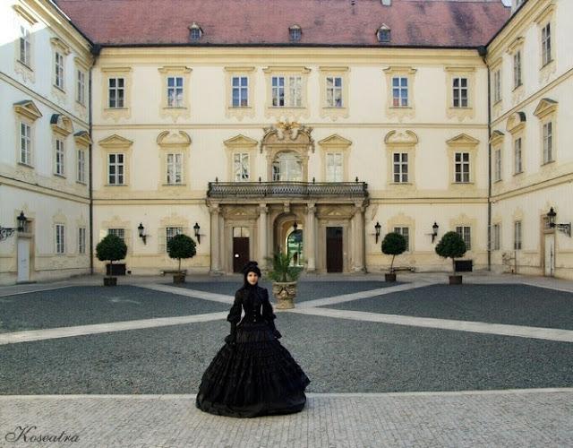 http://koseatra.blogspot.com/2013/07/valtice-zamek-lichtensteinow-stylizacja.html
