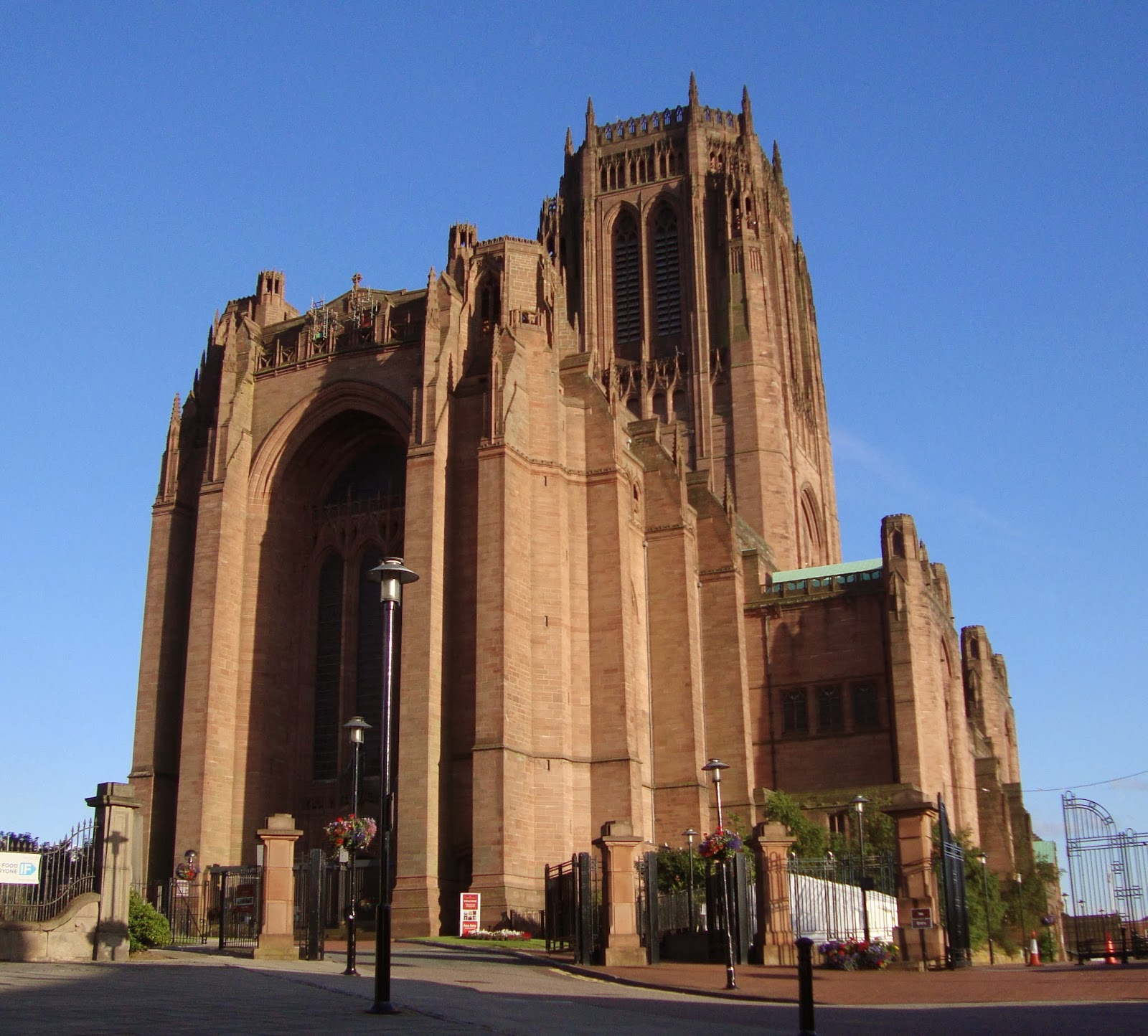 Climber Amp Explorer The Liverpool Cathedral