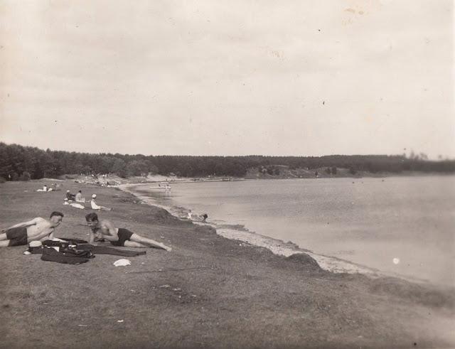 10 июля 1932 года. Рига. Югла. На пляже возле озера