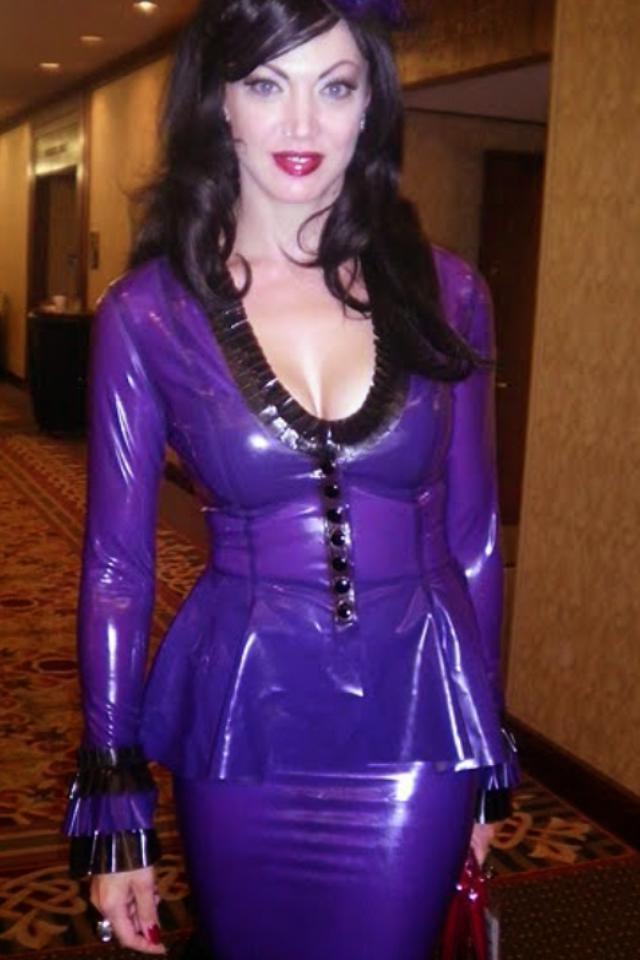 image Mistress dominates her slave