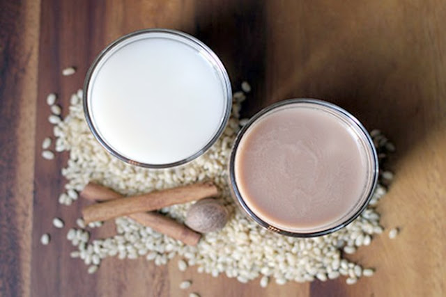 Cách làm sữa gạo cho mẹ sau sinh - lợi sữa cho con, làm đẹp cho mẹ