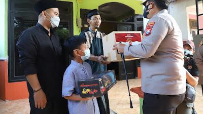 AKBP. Dony Alexander : Jadikan Sebagai Anak Angkat Polres Mojokerto Dan Beri Beasiswa Anak Yatim Piatu Akibat Covid-19
