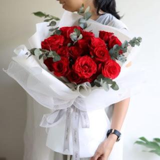 5 Moment Terbaik Memberikan Hadiah Bunga Pada Pasangan