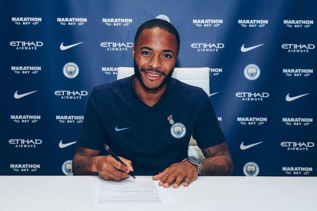 Chính thức: Sterling gia hạn hợp đồng khủng với Man City