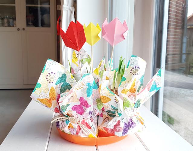 DIY-Anleitung: Einen süßen Blumengruß selber basteln (eine einfache Idee). Ich zeige Euch, wie Ihr mit Blumen bzw. Frühblühern einen Gruß bastelt!