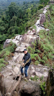 Path di puncak bukit