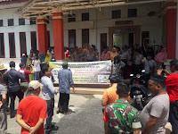 Warga Berdemo Diluar, Anggota DPRD Pangkep Cuek dan Asik Makan Enak Diruangan