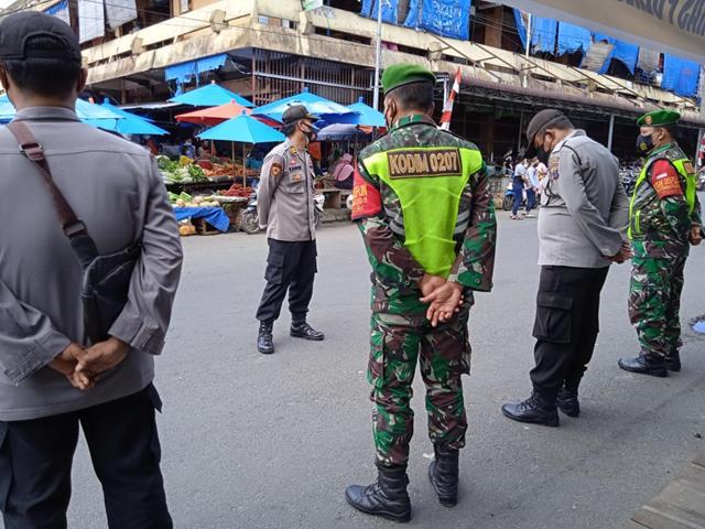 PPKM Level lV Diwilayah Pematang Siantar, Personel Jajaran Kodim 0207/Simalungun Terjun Langsung Laksanakan Penyekatan