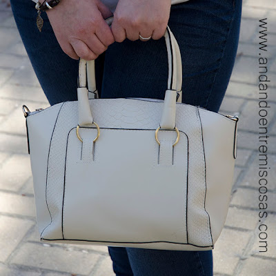 Bolso de color blanco