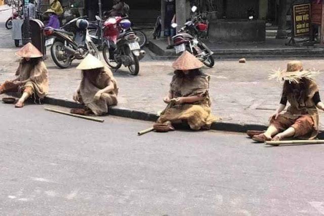 """Người nhà Vũ """"nhôm"""" đi ô tô xịn để tổ chức diễn trò ăn xin tràn phố cổ Hội An"""