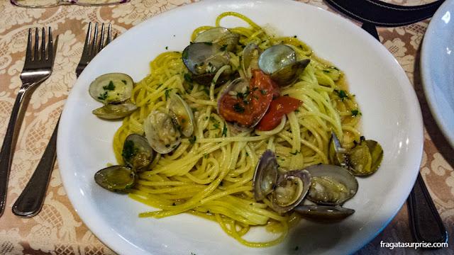 Espaguete ao vôngole, prato típico de Nápoles