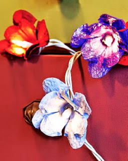 http://www.portaldeartesanato.com.br/materias/2043/reciclagem+de+caixa+de+ovos