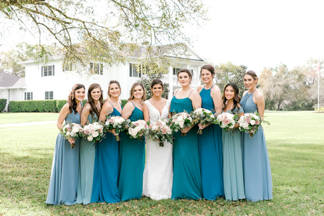 Bride with bridesmaids with blue dresses and bouquets