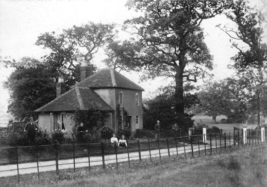 Photograph of Potterells Lodge, replaced by the Seymour family in 1906-08 - Image from P. Grant / G. Knott