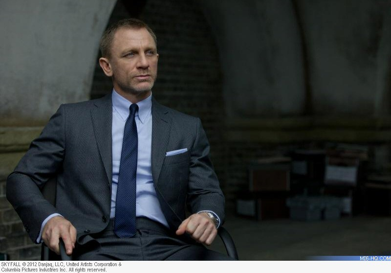 8f85499639a2e I'm not normally a fan of the restricted palette that Bond wears - plain  blue shirts with plain grey suits rarely look great, and a plain blue tie  on top ...
