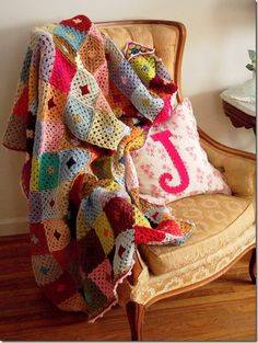 manta crochet cuadrados medianos - Coloridas mantas tejidas a crochet para decorar los ambientes