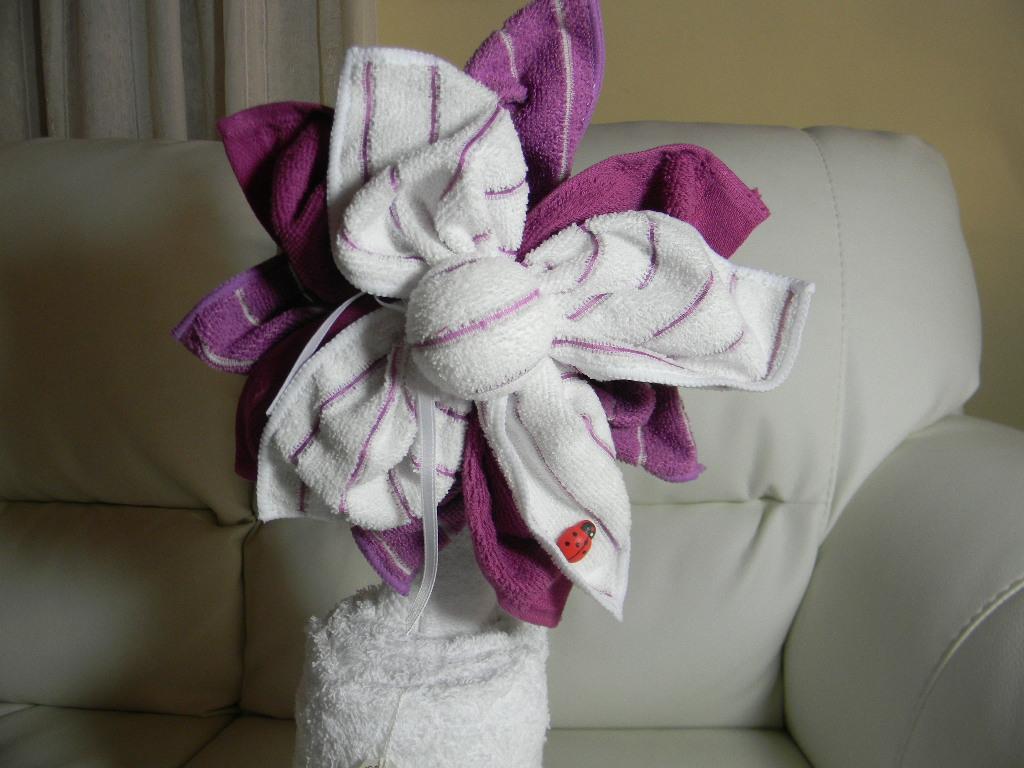 asciugamano con fiore guardate qua questo e un fiore meraviglioso
