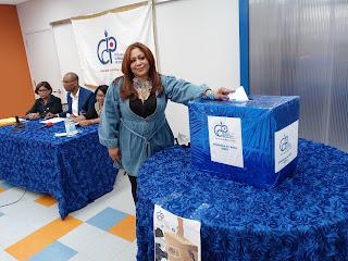 Jenny Gómez como secretaria General del Colegio Dominicano de Periodista sesiónala NY