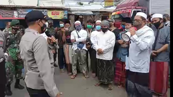 Viral Massa FPI di Tangerang Protes Penahanan HRS, Polisi Bubarkan