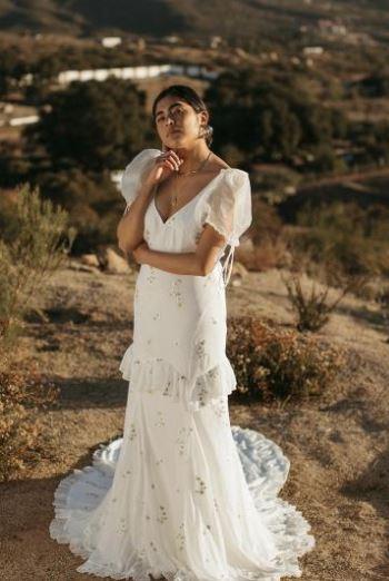 Vestido de Noiva longo com cauda e mangas bufantes