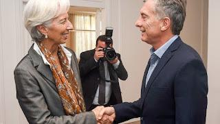 Lo anunció Macri, en otro día con el dólar caliente. Fue un mensaje al mercado. Dujovne llega este martes a Washington para negociar el tipo de crédito y el monto que se otorgará.