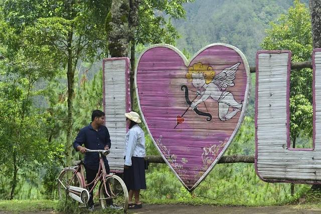 Spot foto i love u wisata Genilangit