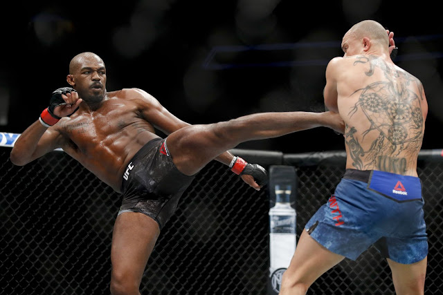 Jon Jones retains light heavyweight title with unanimous decision victory