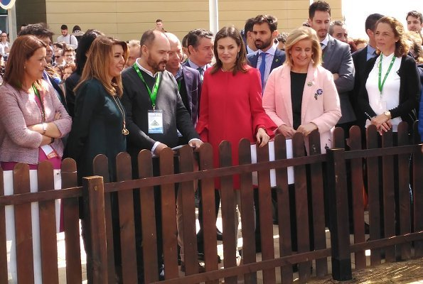 Queen Letizia wore Zara frilled sleeve coat and wore Magrit Mila Pumps, she carried Carolina Herrera red python clutch at AndalucíaSkills event