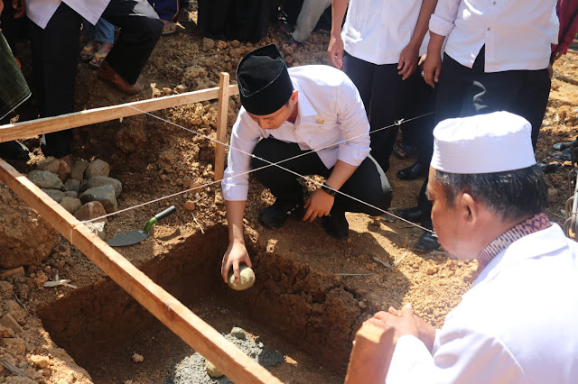 Bupati Trenggalek Letakan Batu Pertama Pembangunan Ponpes Satu-Satunya di Kecamatan Bendungan