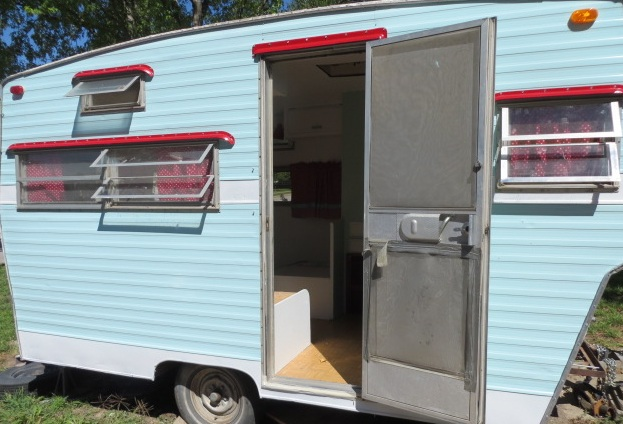 Dottie- My Little Vintage Travel Trailer: Exterior paint on