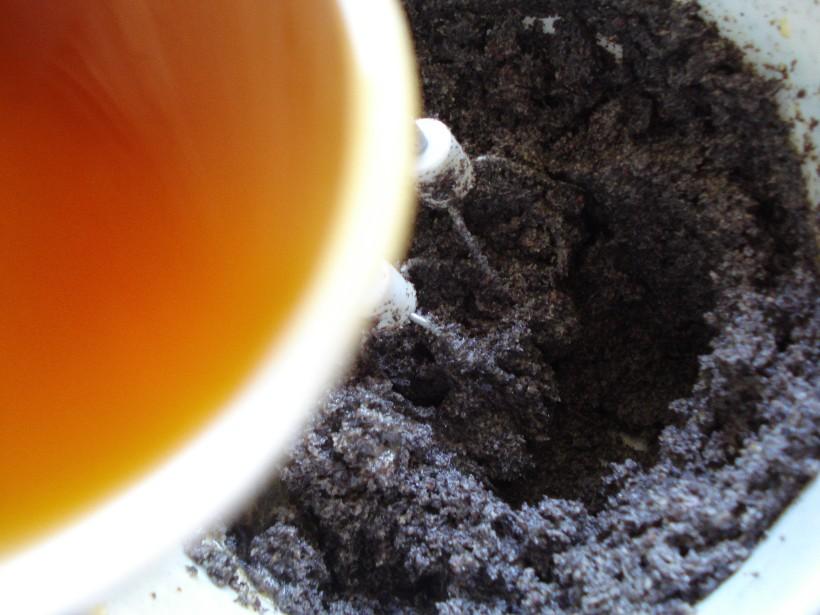 Add ground poppy seeds, chocolate, rum and vanilla extract