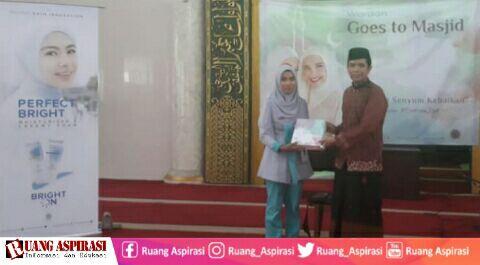 Goes To Masjid, Wardah Kosmetik Bersama Romo Yai Achmad Nur Tanamkan Nilai-Nilai Keislaman