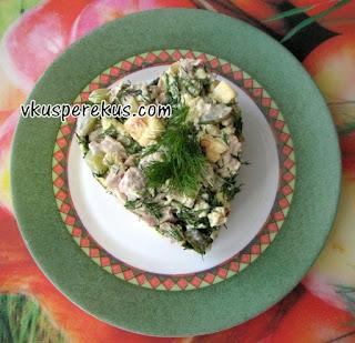 салат из курицы с омлетом и огурцом
