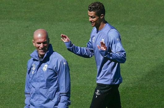 """Ronaldo ủ mưu rời Real: Ra oai """"đại ca"""", lấn quyền Zidane"""