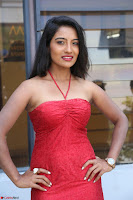 Mamatha sizzles in red Gown at Katrina Karina Madhyalo Kamal Haasan movie Launch event 100.JPG