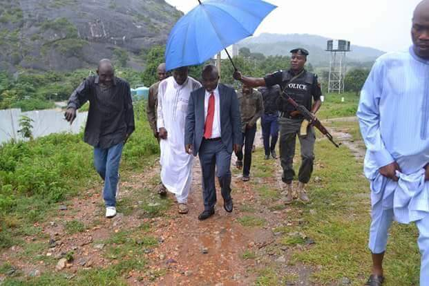 Outrage On Social Media Over Policeman Holding An Umbrella For A Commissioner In Kogi State